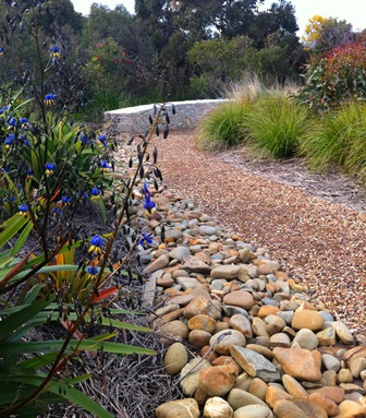 Paving stone wall landscape geelong ocean road landscaping for Landscaping rocks geelong
