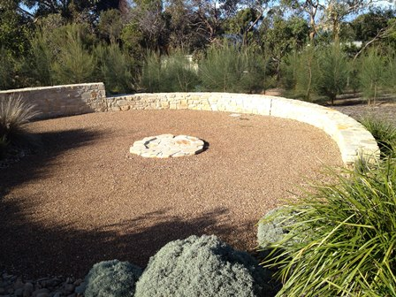 Stone wall landscape geelong ocean road landscaping for Landscaping rocks geelong